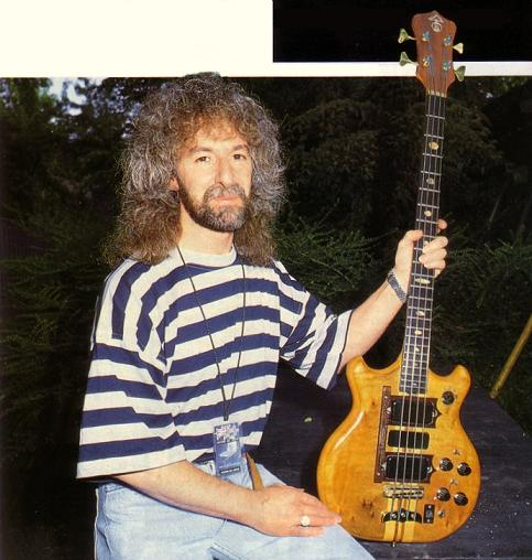 Les with the Alembic bass in 1994
